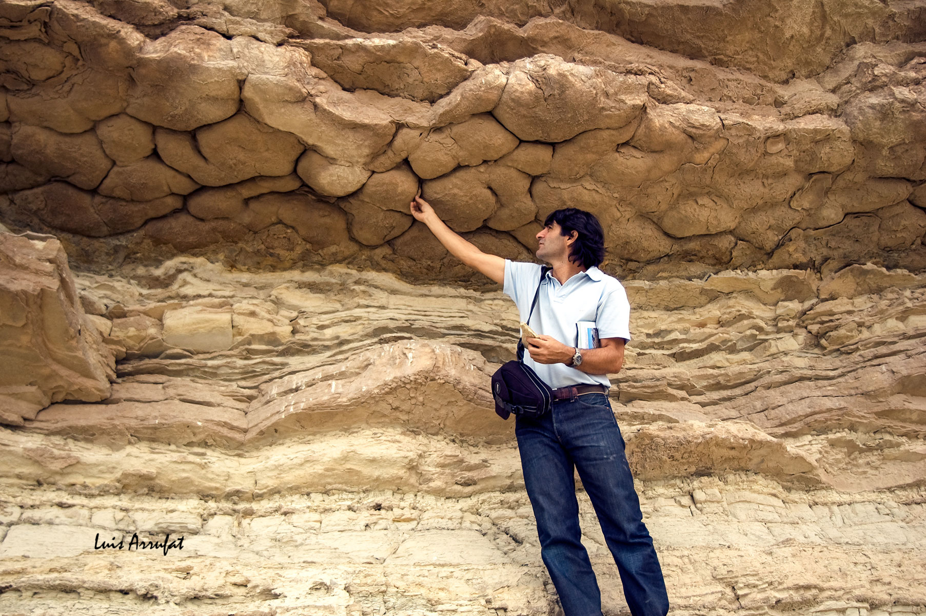 Estructuras de carga, grietas de desecación de cuenca en yesos sobre margas de la cuenca neógena de Lorca.